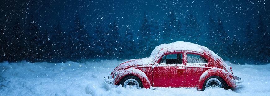 voiture-rouge-neige_9517.jpg